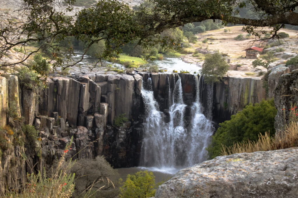 Enjoy the idyllic Cascada de La Concepcion - a basalt waterfall near Aculco